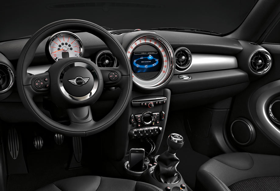Our race-inspired cockpit with the optional 6.5-inch high-definition MINI Connected display.