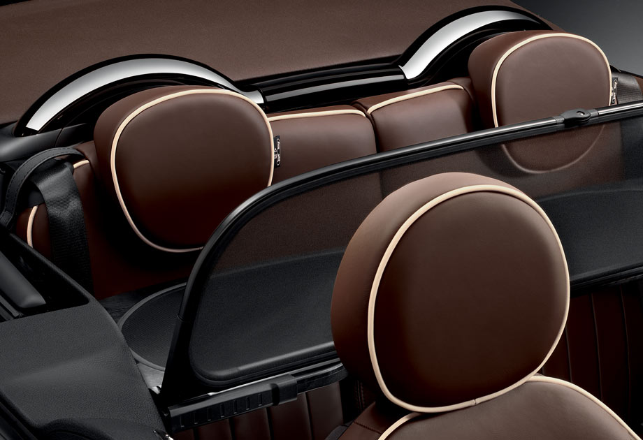 When you don't have passengers in the backseat, the optional wind deflector helps optimize airflow to reduce wind noise for front passengers.