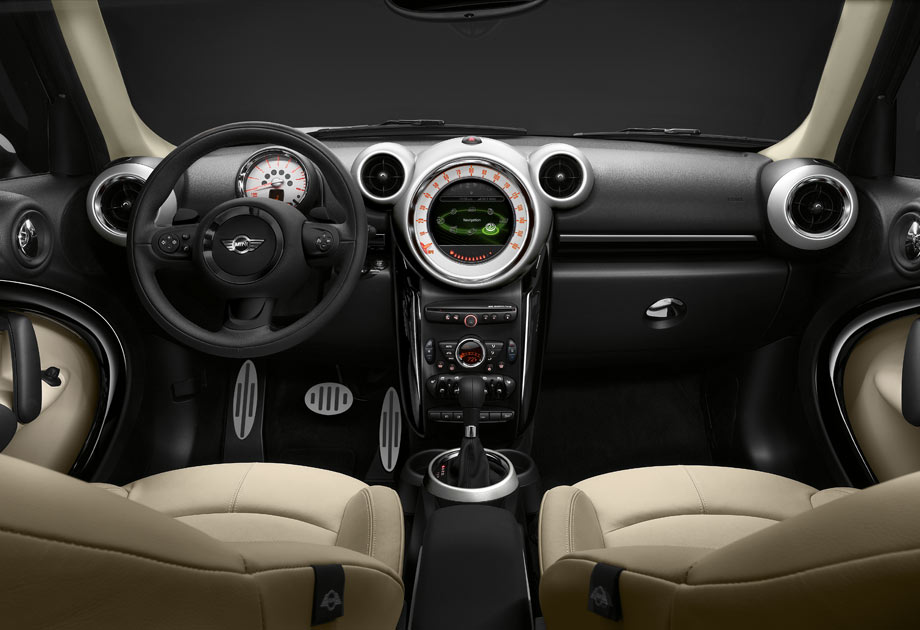 The Countryman cockpit with optional Gravity Polar Beige leather interior and the high-def 6.5-inch MINI Connected display.