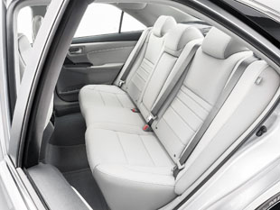 Camry_rear_seating
